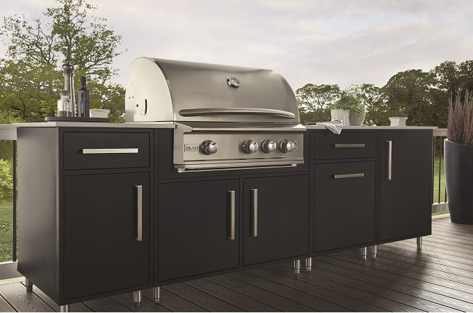 Wolf Endurance Outdoor Cabinetry in Black