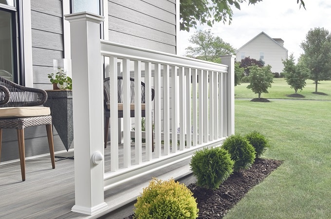 Wolf Distinction Railing in White - Front View