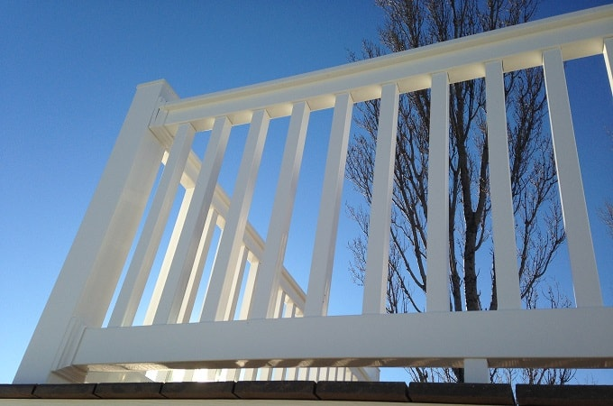 Wolf Outdoor Railing in White