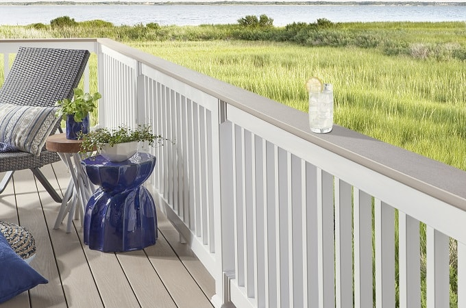 Wolf Serenity Decking in Sand Castle & Wolf Railing in White