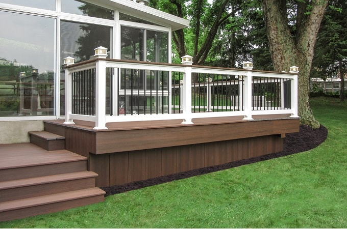 Wolf Serenity Decking in Rosewood