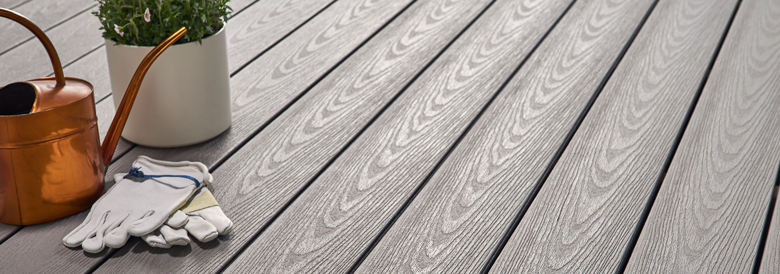 Wolf Perspective Capped Composite Decking