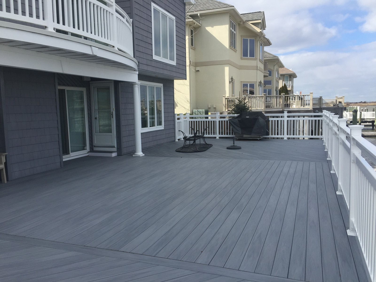 Wolf Decking in Driftwood Grey